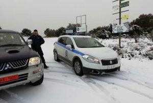 Έκλεισαν οι δρόμοι από το χιόνι  στα ορεινά – Απαγόρευση κυκλοφορίας από την Πολιτική Προστασία (Φώτο)