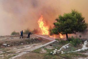 Κερί: Στις αυλές των πρώτων σπιτιών η φωτιά-Εκκενώθηκε ξενοδοχείο!