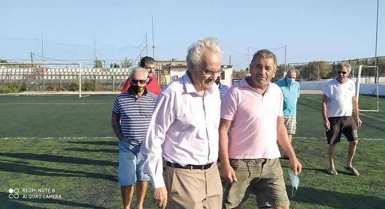 """Δήμαρχος προς πρόεδρο Κοινότητας Αγγερικού : """"Εντέλλεσθε να μου παραδώσετε τα κλειδιά του γηπέδου»"""