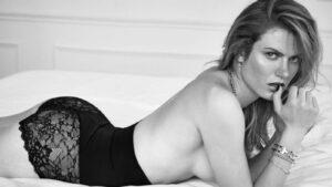 Η ολυμπιονίκης Gabriela Koukalova ποζάρει στο εξώφυλλο του Playboy Τσεχίας